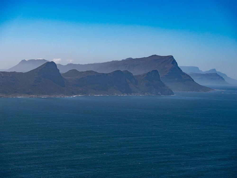 Blick von Cape Point auf die Kaphalbinsel - rechts Falsbay
