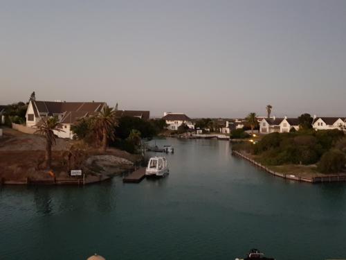 Am Kanal von St. Francis Bay Südafrika
